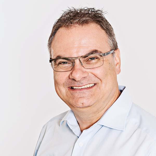 Portraitfoto von Jürgen Schmidt-Hillebrand